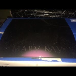 Mary Kay large compact